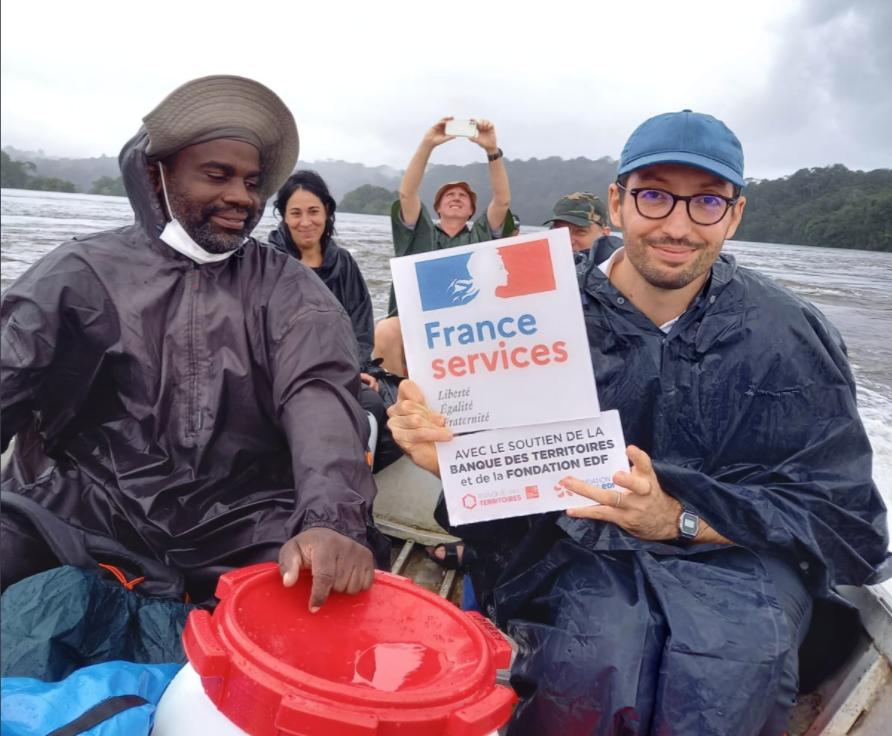 Guyane: la préfecture se délocalise dans les villages amérindiens en pirogue