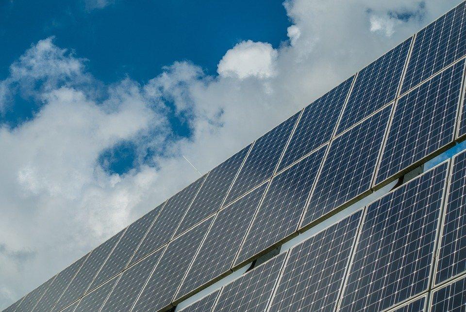 Énergies renouvelables en Polynésie : 30 à 40 hectares de fermes solaires d'ici 2023 à Tahiti