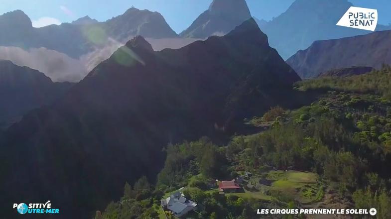 VIDÉO. Positive Outre-mer : À La Réunion, le cirque de Mafate s'équipe en panneaux solaires pour ses besoins en énergie