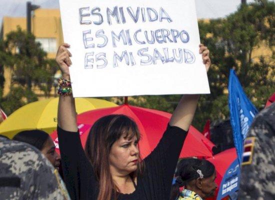 """République dominicaine: les femmes """"fatiguées d'attendre"""" la dépénalisation de l'avortement"""