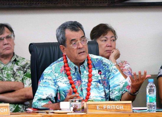 En Polynésie, le président Édouard Fritch se pose en « médiateur politique »
