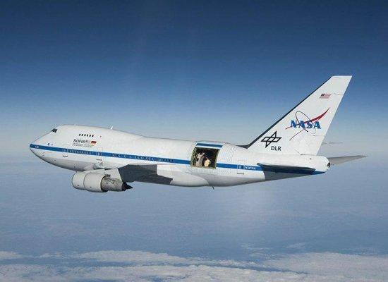Le Boeing 747 SP Sofia, observatoire volant de la NASA, dans le ciel de Polynésie de juillet à septembre